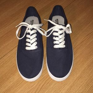NWOT Women's Mossimo Sneakers